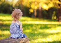 孩子只跟自己玩 当心自闭症的发生